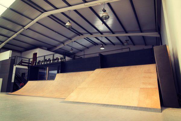 Completo circuito de street. Bowl 12 metros de largo por 9 metros de ancho. Miniramp Ideal para principiantes y para practicar tus nuevos trucos.